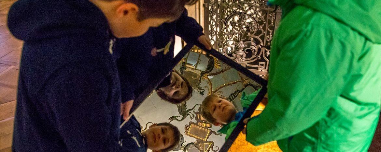 Kinder auf Entdeckungsreise im Museum