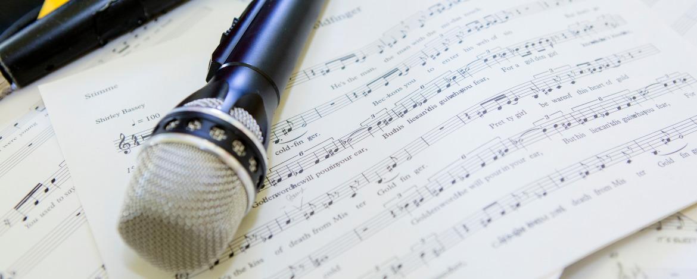 Mikrofon und Noten