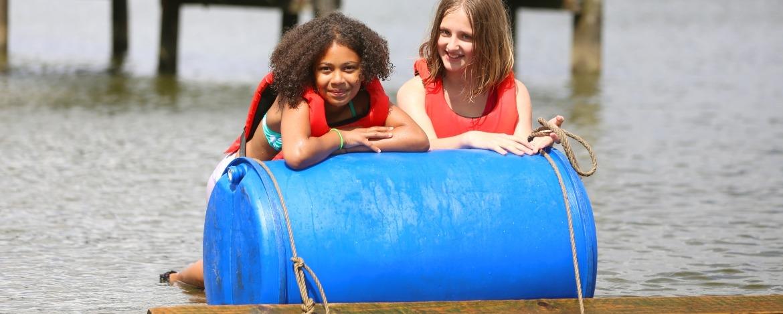 Flossbau des Erlebnispädagogik-Programmes der Jugendherberge Borgwedel