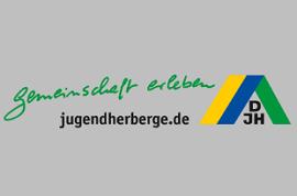 Gäste vor der Lübecker Juendherberge
