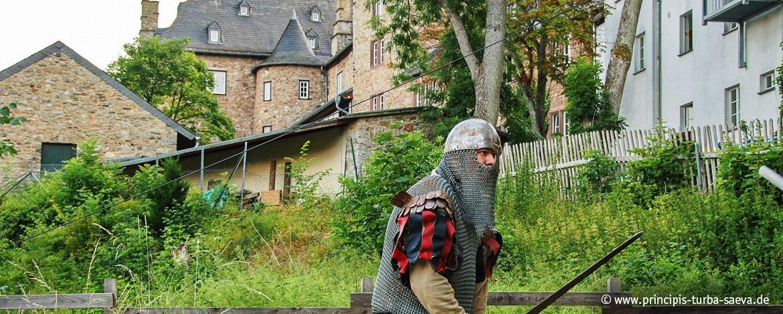 Herausforderung an der Burgmauer