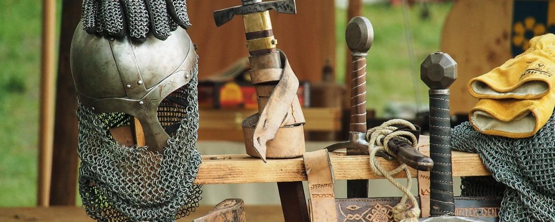 Ritterhelm und Schwert
