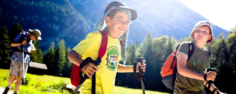 Familienurlaub mit Gruppenwanderung im Karwendelgebirge