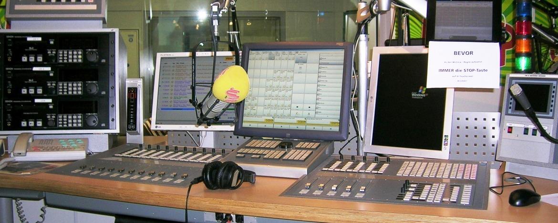 Beim Radio