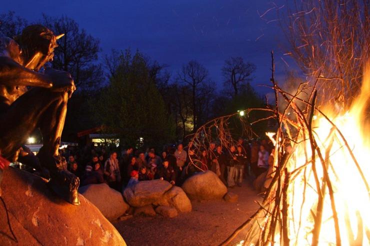 Feuer im Hexenkreis zur Harzer Walpurgisnacht auf dem Hexentanzplatz