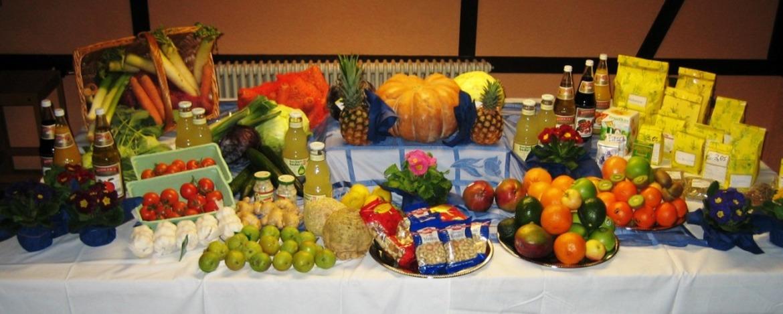 Buffet mit Zutaten für das Fasten-Wandern