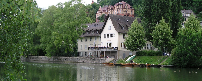 Stocherkahnfahren auf dem Neckar