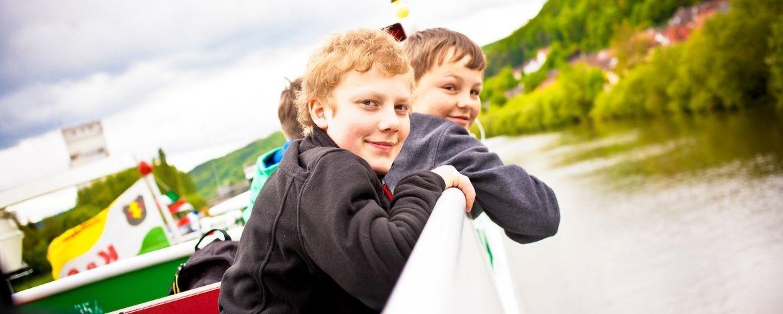 Schifffahrt mit den Schülern auf dem Main