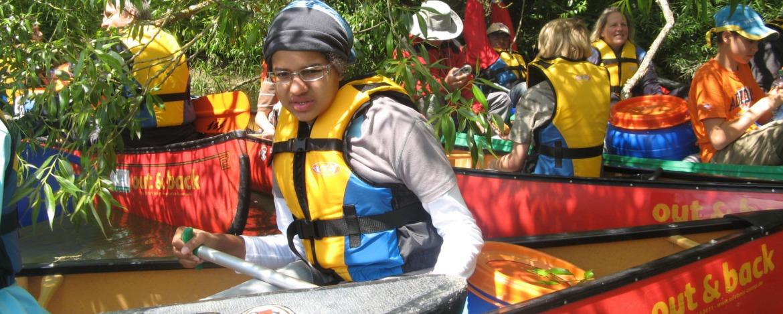 Kind im Kanu