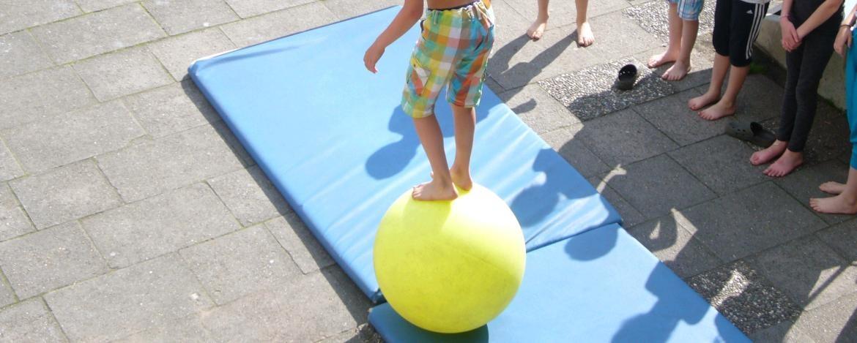 Balancieren auf einem Ball