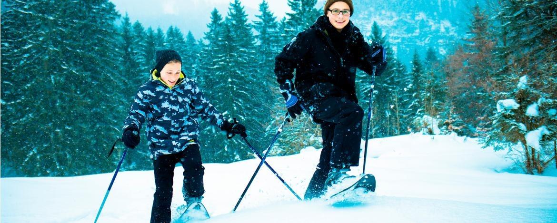 Familienurlaub mit Hüttenübernachtung im Winter