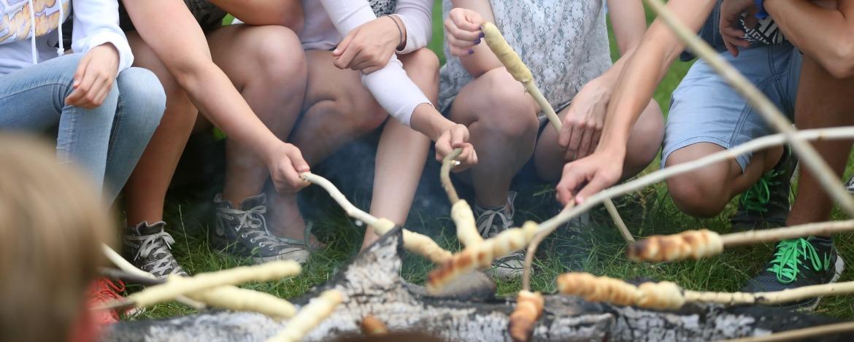 Lagerfeuer auf der Kinderfreizeit