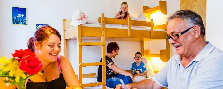 Familie im Mehrbettzimmer