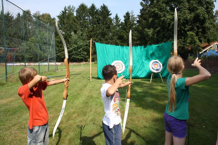 Bogenschießen beim Feriencamp in Plön