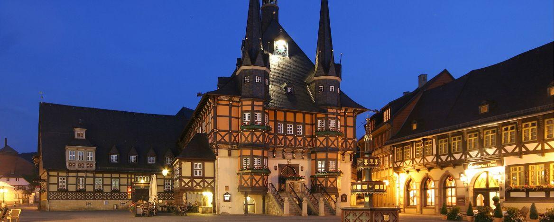 Marktplatz von Wernigerode mit historischem Rathaus