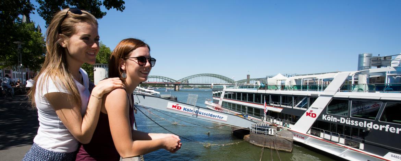 Rhein mit Flussschifffahrt