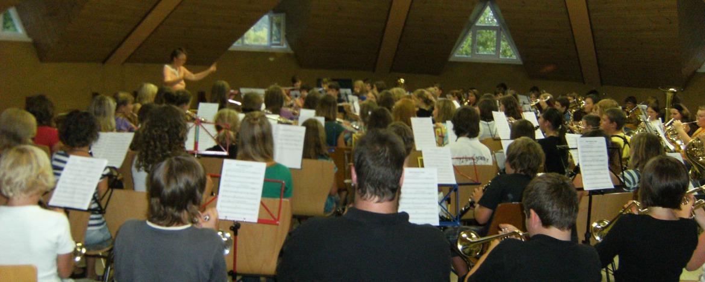Orchesterprobe in der Kreativhalle in der Jugendherberge in Baden-Baden