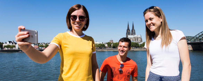 Selfie mit Rhein und Kölner Dom