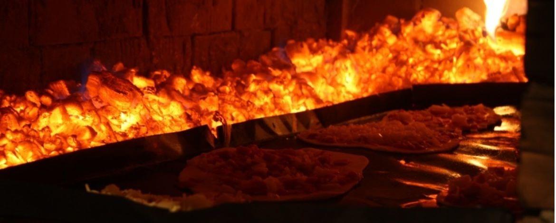 Pizza backen im Holzofen