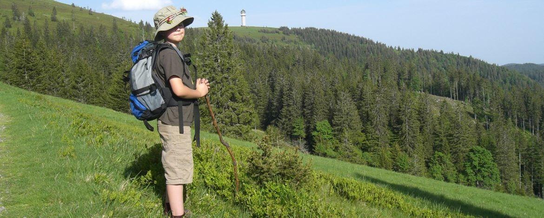 Junge beim Wandern