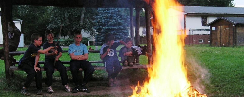 Lagerfeuer auf dem Herbergsgelände