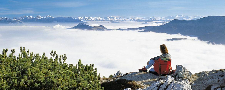 Ein gigantisches Bergpanorama bietet sich bei klarer Sicht dem Betrachter