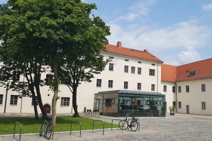 Jugendherberge Wittenberg - Hof und Eingang