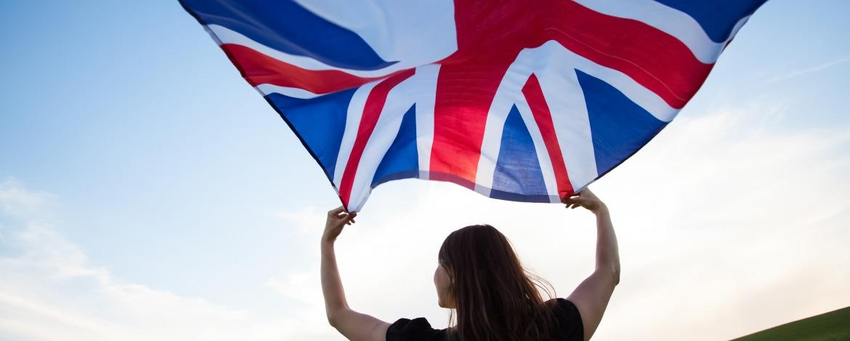 Jugendliche mit englischer Flagge