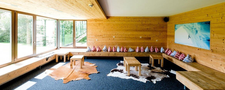 Gemütliche Lounge in der Jugendherberge